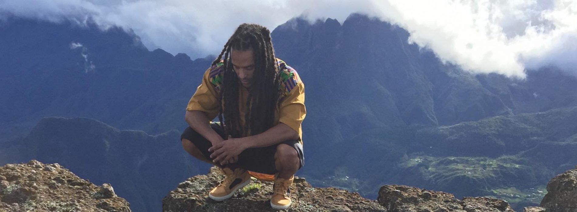 Après le titre «Réyoné» en combinaison avec PIX-L, Blacko nous prouve encore son amour pour la Reunion avec son titre «Mon île» sur une production de DJ KEN [Tobecomboss]
