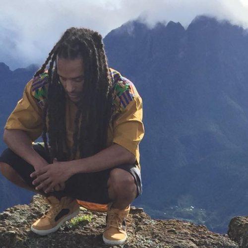 """Après le titre """"Réyoné"""" en combinaison avec PIX-L, Blacko nous prouve encore son amour pour la Reunion avec son titre """"Mon île"""" sur une production de DJ KEN [Tobecomboss]"""