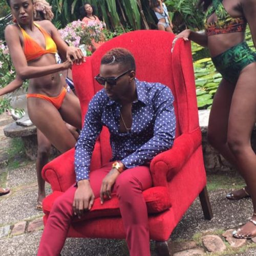 KONSHENS – « Gal Dem Sugar » [Official Music Video] – Novembre 2016