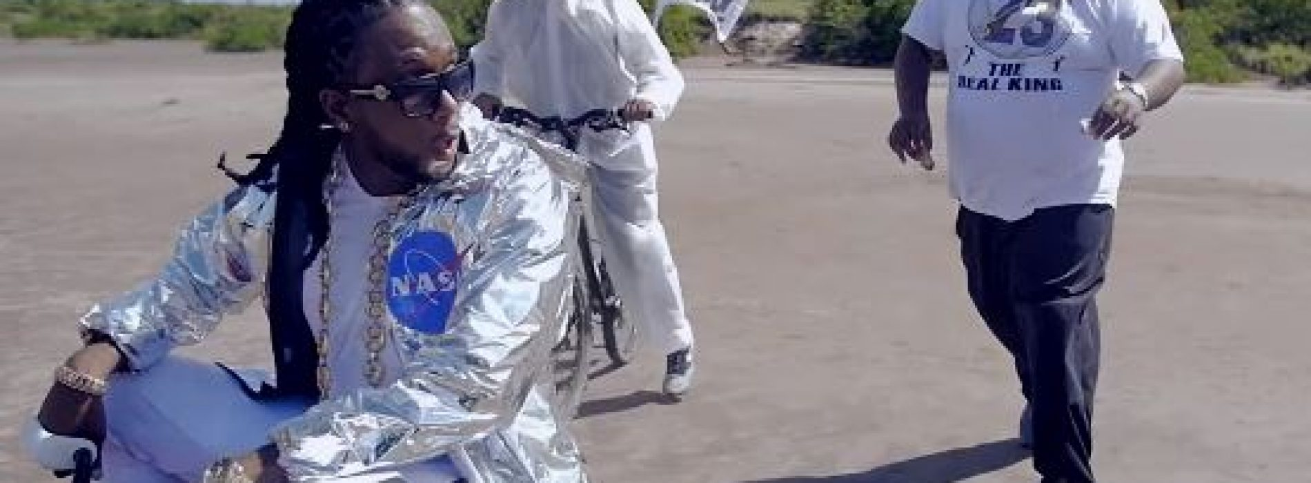 Découvre la parodie du dernier clip de Kalash – Mwaka Moon ft. Damso /BOBI – Kakamoon ft. Damsgro – Novembre 2017