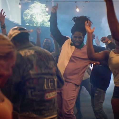 Chronixx – COOL AS THE BREEZE/FRIDAY (Official Video) – Juillet 2020